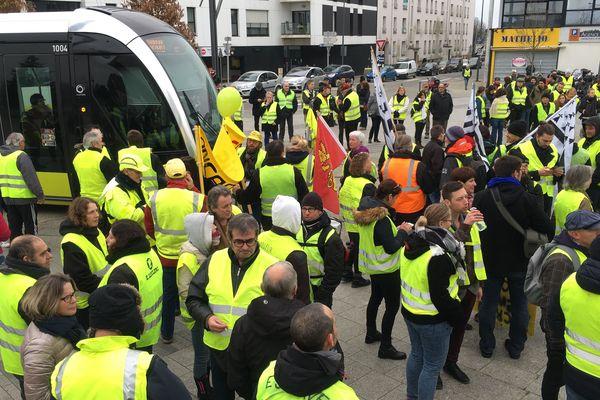 Au départ de la manifestation des Gilets jaunes de Brest (Finistère), place de Strasbourg.