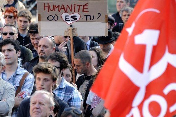 A Toulouse, la manifestation à la mémoire de Clément méric, battu à mort par des skinheads à paris, a réuni 300 personnes place du Capitole