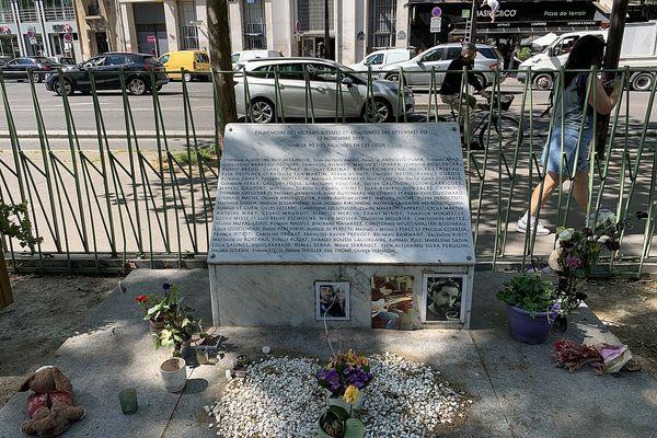 La stèle en hommage aux victimes tuées le 13 novembre, à Paris.