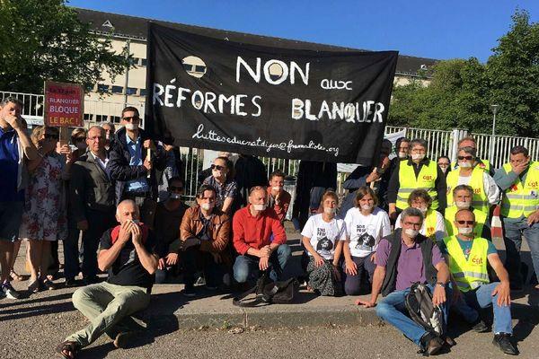 Les enseignants en grève devant le lycée du Castel à Dijon