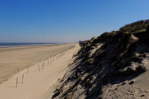 La plage de Leffrinckoucke vide le 23 avril 2020.