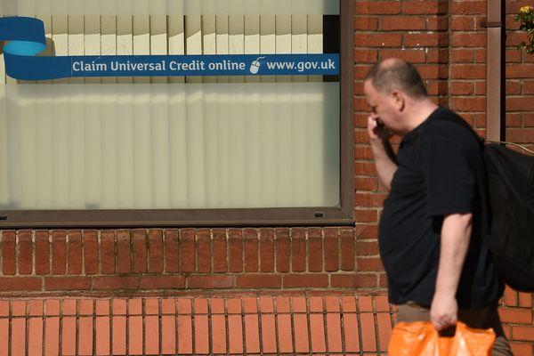 """Depuis 15 jours, un million de Britanniques demandent à recevoir le """"crédit universel""""."""