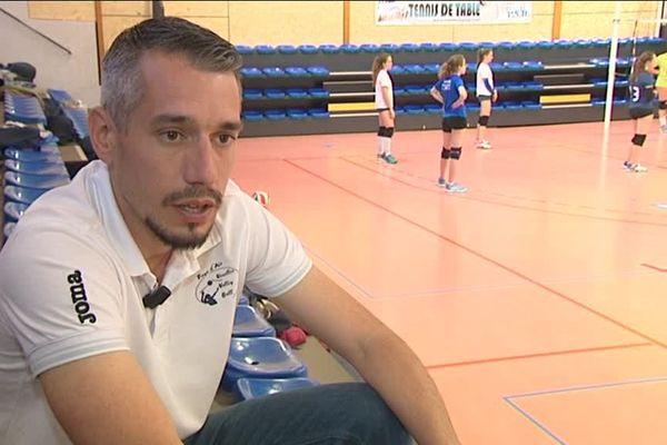 Volley-ball : Félix André prend la tête des bleues
