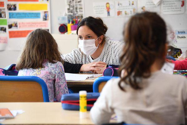 Illustration. D'après les annonces d'Emmanuel Macron, ce mardi 23 mars, les enseignants pourront avoir accès à la vaccination contre le Covid-19, courant avril.