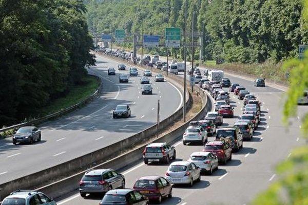 Embouteillages sur l'A6, le 6 juillet 2013, à l'entrée de Lyon (Rhône).