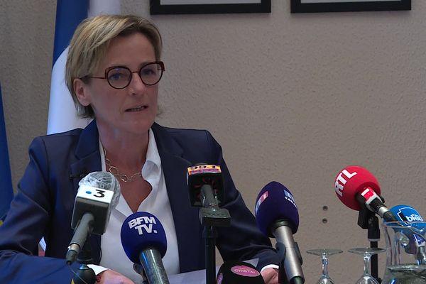 Melanie Boulanger, maire de Canteleu, s'exprime face à la presse régionale et nationale, le 11 janvier