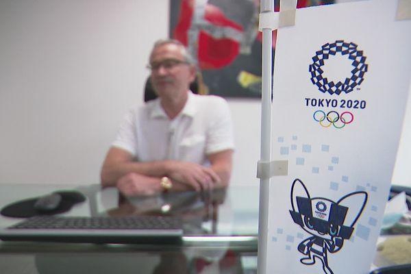 Denis Granier, PDG de Volx, participe à sa manière aux Jeux Olympiques de Tokyo. L'entreprise qu'il dirige à Arnas, dans le département du Rhône est fournisseur officiel de prises d'escalade.