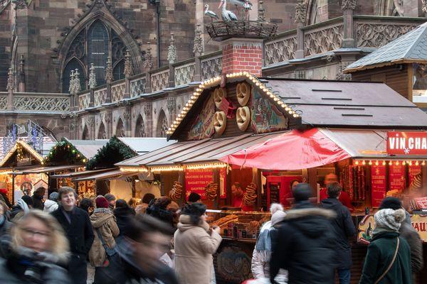 Marché de Noël place de la Cathédrale à Strasbourg