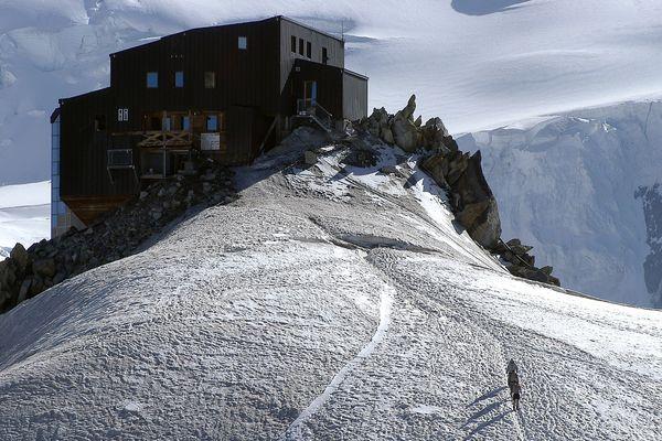 Le refuge des Cosmiques, sur les hauteurs de Chamonix, a été endommagé par un écroulement de 600 m3 en 1998.