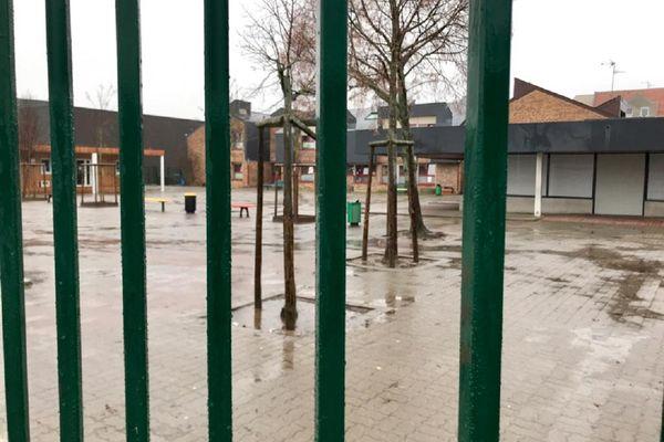 Les écoles primaires et les maternelles sont prêtes à réouvrir leurs grilles aux élèves pour la rentrée du lundi 26 avril.