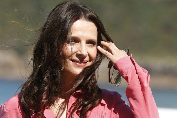 Juliette Binoche a confirmé son intention d'incarner Florence Aubenas dans une adapation de son livre le quai de Ouistreham au festival de San Sebastian en le 26 septembre 201/8