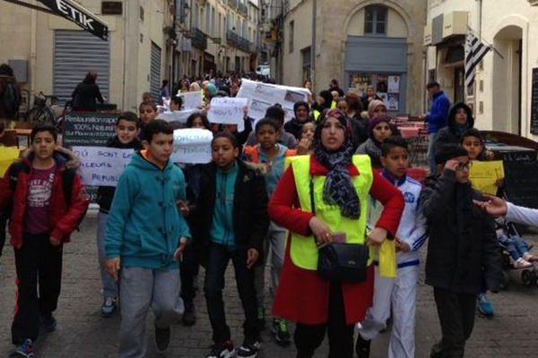 ARCHIVES. Près de deux cent mères d'élèves du Petit Bard, ont manifesté dans les rues de la vielle ville de Montpellier en se rendant au rectorat réclamer plus de mixité sociale pour leurs enfants.