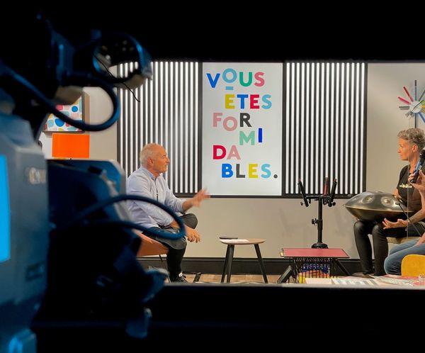 """Sonja sur le plateau de """"Vous êtes formidables"""", répond aux questions d'Alain Fauritte"""
