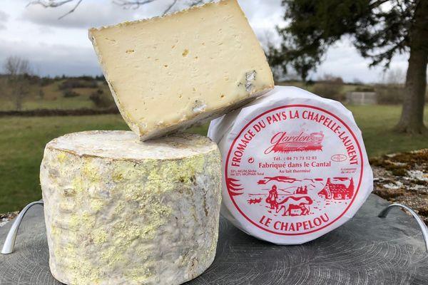 La gamme du Chapelou, un fromage de pays, fait le succès d'une fromagerie dans le Cantal.