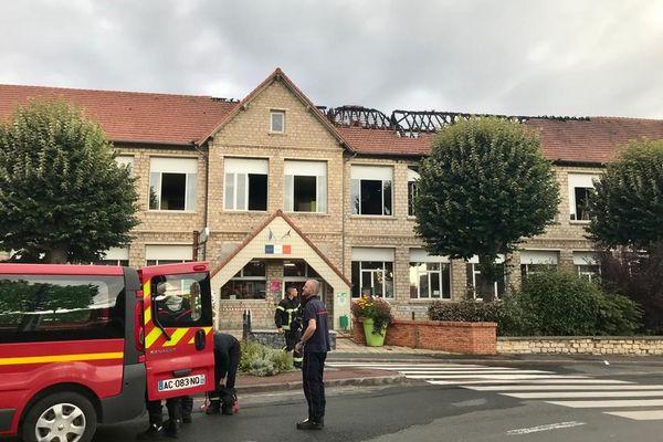 L'incendie a sérieusement endommagé le toit de l'école des Tilleuls.