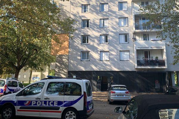 La chute mortelle a eu lieu dans un immeuble du Val de l'Aurence.