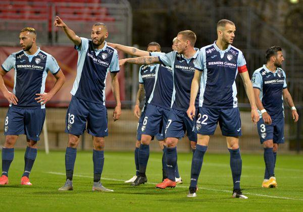 Les ciel et marine se battent pour maintenir le club en ligue 2.