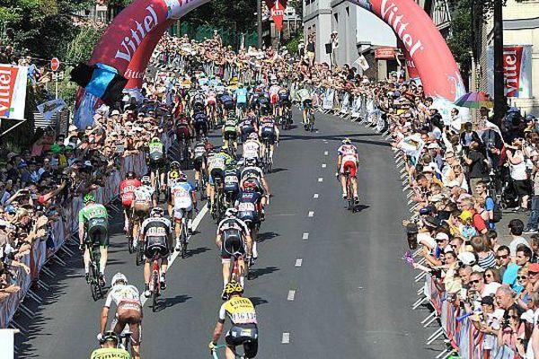 Archives : Arrivée de l'étape du Tour de France Abbeville-Le Havre, 9 juillet 2015