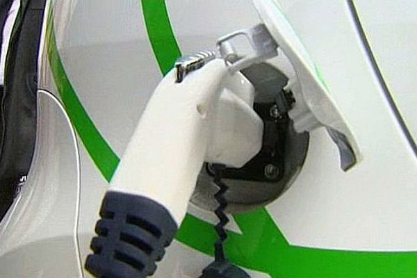 A Ste-Marie-sur-Ouche (21), la société SOBEM-SCAME fabrique des bornes de recharge pour véhicules électriques.