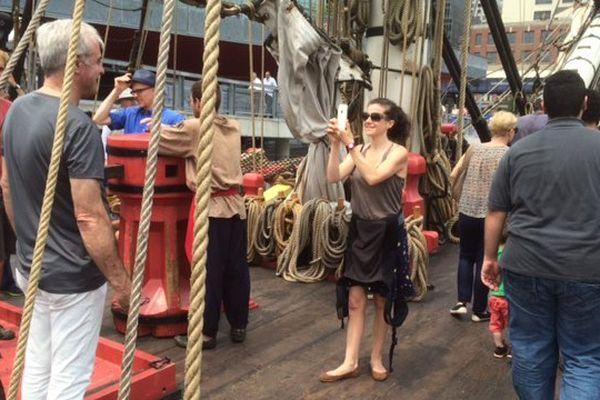 Les New-Yorkais sont nombreux à monter sur le pont de l'Hermione.