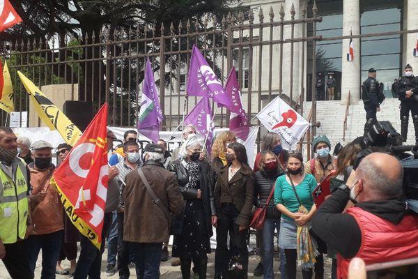 Les 24 prévenus avaient appelé à se rassembler devant le tribunal de Rodez, avant l'audience à 14 heures ce mardi 4 mai 2021.
