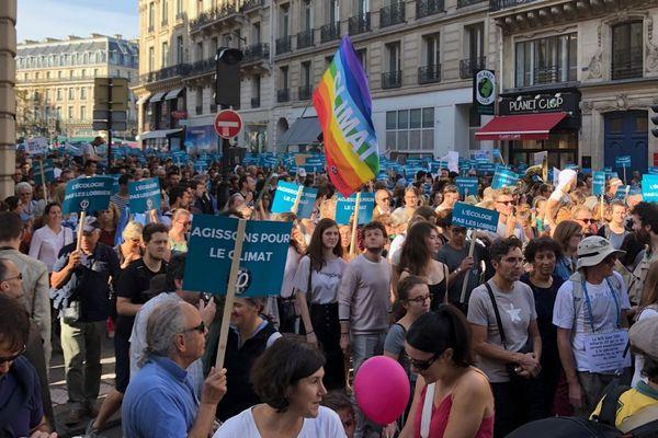 Des milliers de manifestants réunis pour la Marche pour le climat à Paris.