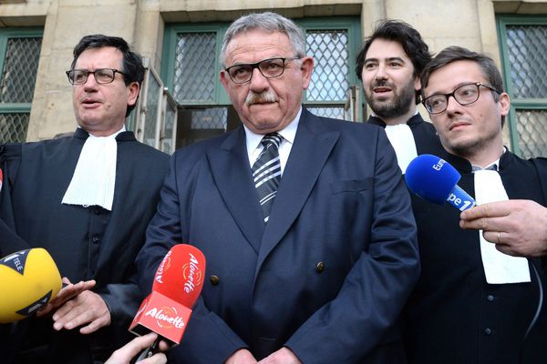 Délibéré du procès Xynthia devant la cour d' appel de Poitiers. Le 4 avril 2016, l'ancien maire de La Faute sur mer -René Marratier- est condamné à 2 ans de prison avec sursis.