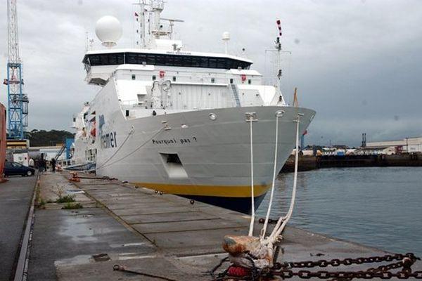 """Le navire océanographique le """" Pourquoi Pas ? """" à Brest en 2005"""