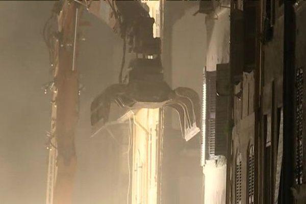 Les travaux de démolition des immeubles numéros 69 et 71 ont débuté hier soir vers 22H00