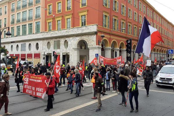 Les manifestants protestent contre l'utilisation du 49.3.