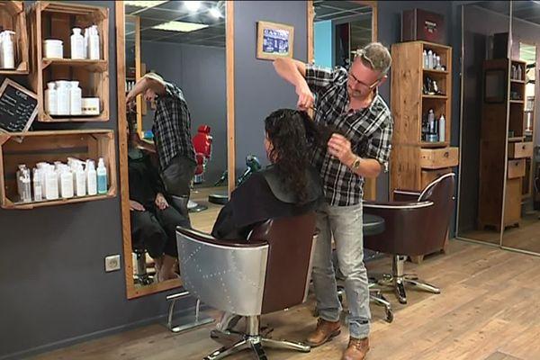 Thierry Gras récupère en trois mois une tonne de cheveux.