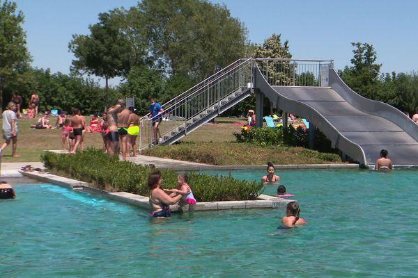 Le site de loisirs de Beaune Côté Plage est situé à Montagny-les-Beaune, tout près de la ville de Beaune, en Côte-d'Or.