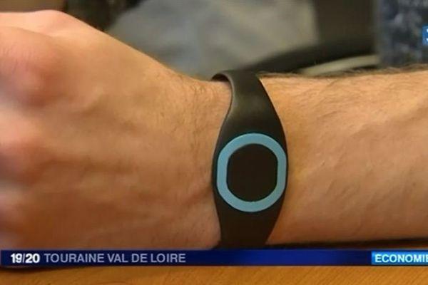 Le bracelet Weecop : le moyen de paiement sans contact pour étudiants en goguette. Une innovation que l'on doit à quatre tourangeaux.