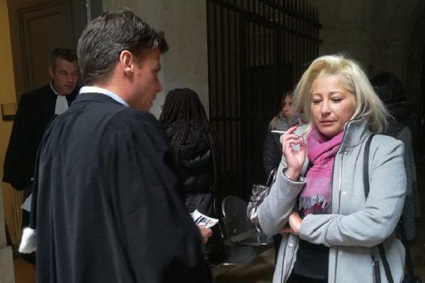 Le procès en appel de l'accident de la rue de Bonnel (Lyon) qui a coûté la vie à Denis Goirand en août 2016. La compagne de la victime,  Sophie Parimeros et son avocat, Me Metaxas ce lundi après-midi (6/11/17)