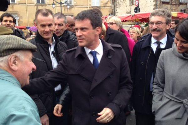 Manuel Valls au marché des Lices à Rennes en campagne pour les élections départementales - 28/02/2015