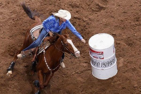 Le Barrel Racing est une discipline d'équitation Western que l'on pourra retrouver en démonstration au Salon du Cheval de Toulouse