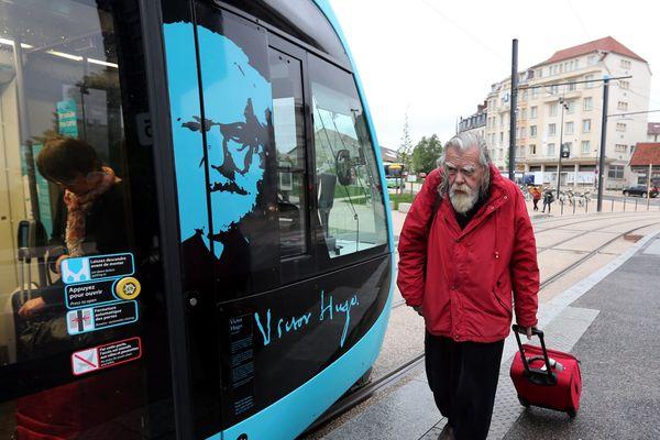 Michael Londasle c'est la voix de Victor Hugo dans le tramway de Besançon