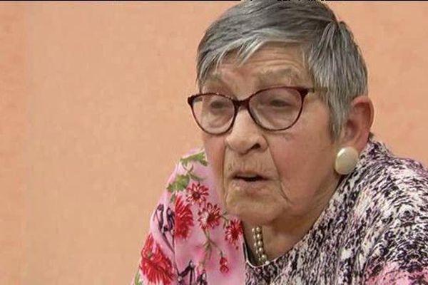 Ginette Kolinka, 92 ans, rescapée d'Auschwitz parcourt les routes pour témoigner de l'horreur des camps de concentration nazis - 2/4/2016