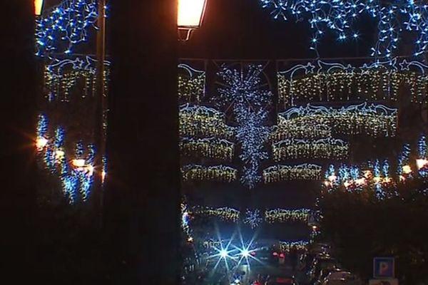 A Noël, les illuminations donnent de la couleur à de nombreuses villes de Corse.