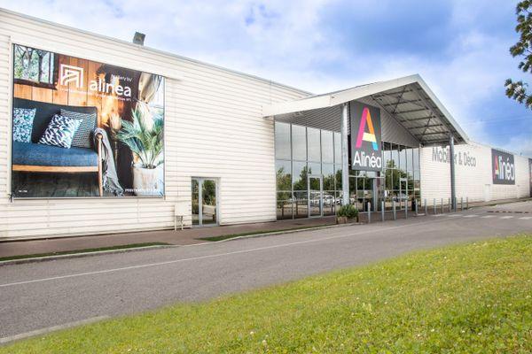 Le magasin de Saint-Parres-aux-Tertres emploie 40 salariés.
