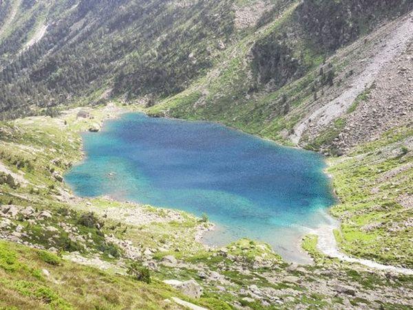 Lac d'Estom et son refuge