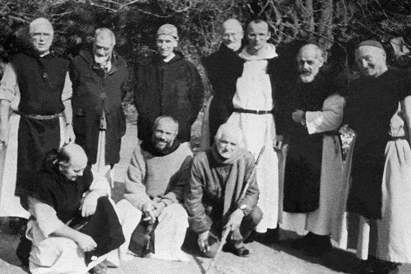 Les moines de Tibéhirine dans les années 1990 - Les frères Amédée et Jean-Pierre, debout à droite.