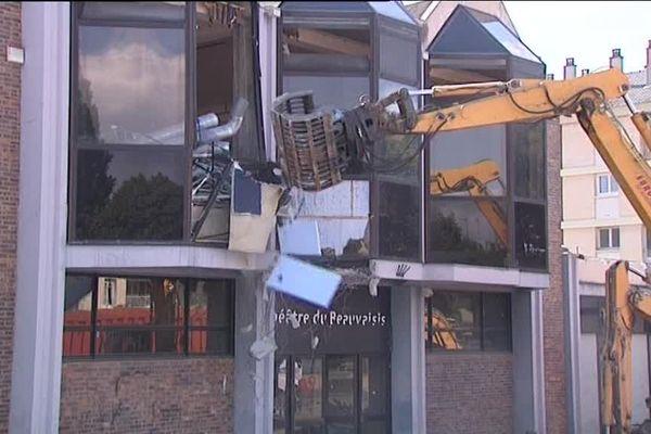 Lors de la démolition, un théâtre provisoire de 450 places sera installé sur le site de la Maladrerie, dans le quartier Voisinlieu