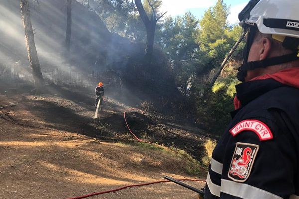 Le feu a été maîtrisé en moins d'une heure.