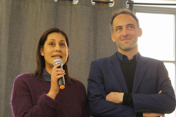 Nora Mebareck en campagne avec Raphaël Glucksmann.
