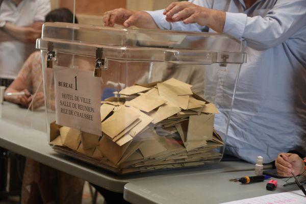 Illustration. Le dépouillement au bureau de vote n°1 d'Ajaccio, ce dimanche 20 juin.