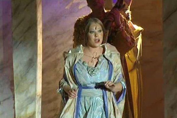 Jeune soprano bénévole, Jannelieke Schmidt participe à son cinquième Opéra Mosset cette année.