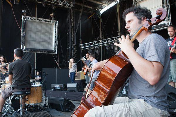 Le groupe Mermonte, en pleine balance avant son concert aux Vieilles Charrues 2013