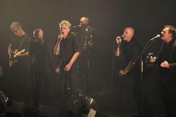 Le concert de Marquis de Sade au Liberté de Rennes, le 16/09/17. Le chanteur Philippe Pascal au côté des invités du groupe, Christian Dargelos, Sergeï Papail notamment
