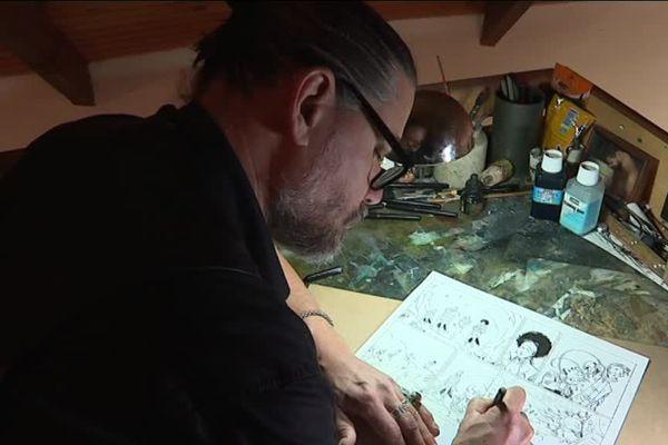 """Le dessinateur Olivier Boiscommun planche sur le deuxième tome de la série """"Danthrakon"""""""